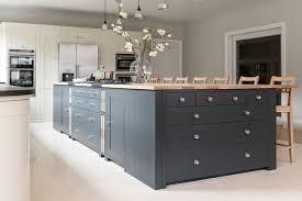 cuisine gris foncé cuisine gris 15 idées pour adopter la couleur côté maison