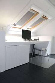sous bureau design un bureau sous les combles bureau combles blanc http m