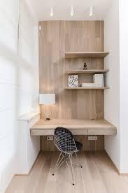 coin bureau petit espace un coin bureau tout en bois clair à l sobre et à l