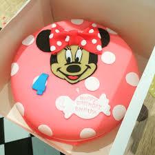 fondant minnie mouse birthday cake runaway cupcakes