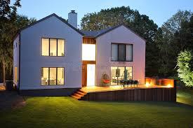 casa e giardino casa e giardino di lusso moderni fotografia stock immagine di