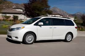 compare toyota to honda odyssey comparison review 2011 toyota xle v6 vs 2011 honda