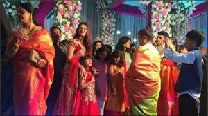 tartan twinning aww dorable aishwarya rai bachchan and beti aaradhya twinning in