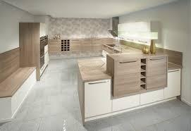 weiße küche mit holz küchen küchenfronten in hellem holz akazie ahorn kernbuche