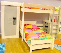 chambre enfant lit superposé avant que des designers n inventent les lits superposés on voit