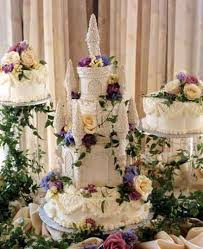 having a memorable wedding day with castle wedding cakes sang