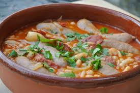 cuisiner les haricots blancs secs marmite de haricots blancs au chorizo et saucisses dans la cuisine