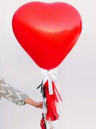 step by step tutorial for making a heart balloon with fringe