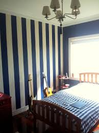 Black And White Striped Wallpaper by Bedroom Decor Wallpaper Stripes Black And White Striped Room