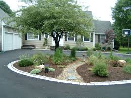 Landscaping Ideas For Front Of House by Best 25 Circle Driveway Landscaping Ideas Only On Pinterest