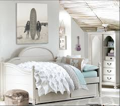 lovely teen loft daybed bedroom idea with photo wall decor and