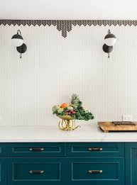 Bathroom Tile Border Ideas by Looks Like The Tile Border Is Simply Made With Herringbone Tiles