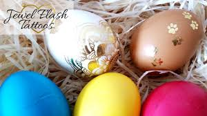 diy metallic tattoos to decorate easter eggs cute gold egg