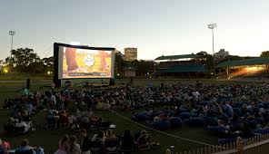 Sunset Cinema Botanic Gardens What S Great About Summer In Australia Outdoor Cinemas Of Course