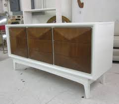 Modern Furniture Stores Chicago by White Platform Bed Modern Furniture Stores Chicago With Dresser