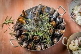 comment utiliser le romarin en cuisine recette de eclade de moules au romarin et salade de pomme de terre