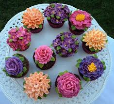 cupcake flowers 391 best cupcakes images on buttercream flowers