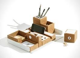 accessoires de bureau en liege pour espace de travail minimaliste