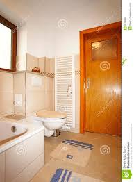 Neues Bad Neues Badezimmer In Den Beige Braunen Farben Stockfotos Bild