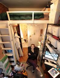 500 Square Foot Apartment Felice Cohen Who Lived In New York City U0027s Smallest Apartment Gives