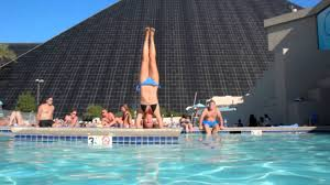 Olya doing Yoga Headstand at the Luxor Swimmingpool in Las Vegas