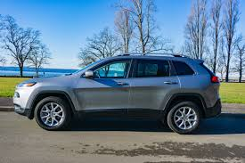 2017 jeep cherokee sport the 2017 jeep cherokee latitude 4 4 is a marvelous mid size suv