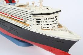 amazon com revell queen mary 2 cruise liner 1 1200 model kit