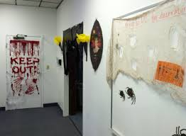 52 bloody halloween door decoration halloween2 themeschurch net