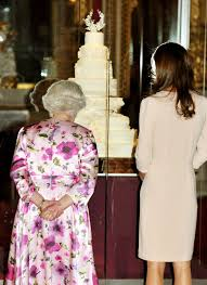 wedding cake kate middleton pictures of kate middleton and elizabeth ii viewing kate s