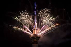 new year s celebrations live live new zealand celebrates start of 2018 with spectacular new