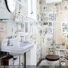 tapeten badezimmer die besten 25 zeitungs tapete ideen auf zeitungs wand