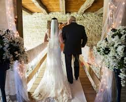 Rustic Barn Wedding Dresses Western Wedding With Rustic Décor At The Oldest Barn In Iowa