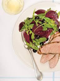 cuisiner des betteraves filets de porc et salade de betteraves et de bleuets ricardo