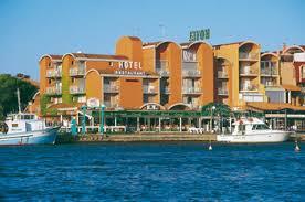 hotel port gruissan