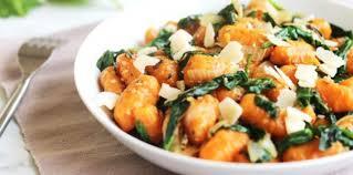 patate douce cuisine gnocchi à la patate douce épinards sésame et parmesan recette