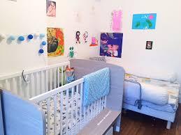 disposition des meubles dans une chambre un appartement parisien deux enfants le dilemme de la chambre à