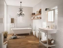 badezimmer laminat im badezimmer und kronleuchter klassisches badezimmer laminat