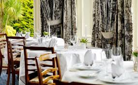 Simple White Dining Room Honeysuckle Life Honeysuckle Life Gardening And Lifestyle Blog