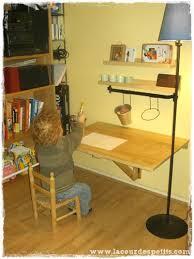 fabriquer bureau soi m e diy le bureau enfant gain de place 2 en 1 la cour des petits