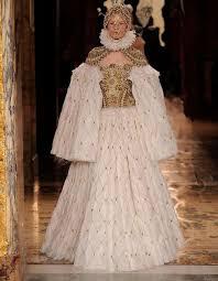 Alexander Mcqueen Wedding Dresses Sarah Burton Channels Elizabethan Fashion For Alexander Mcqueen