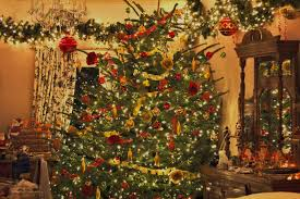 White Christmas Tree With Red And Gold Decorations Accessories Fascinating Decorating Ideas Using White Loose