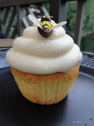 bumble bee cupcakes disneyland recipe lemon bumblebee cupcakes from the hungry