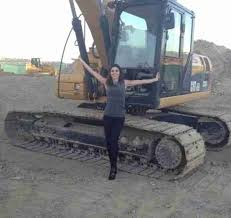 heather dubrow house tour heather dubrow poses at site of her future house 1389317538