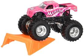 monster jam madusa truck amazon com wheels monster jam madusa with stunt ramp 1 64
