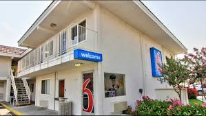 Uc Davis Medical Center Hotels Nearby by Motel 6 Sacramento Old Sacramento North Hotel In Sacramento Ca