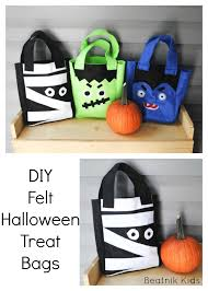 these felt halloween treat bags are so cute and sew up super quick