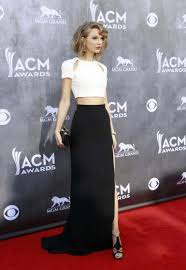 taylor swift oozes sexiness and sophistication in tummy revealing