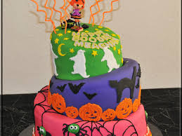 halloween birthday party topsy turvy cake cakecentral com