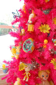 displaying your vintage holiday collectibles on a tree blog