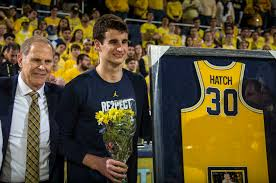 sweet booths all characters welcome crash survivor hatch back in la with michigan hoops sfgate